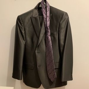 Nice grey shiny suit with with purple tie !!!!!!!